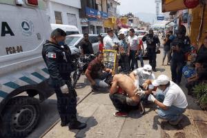 Apuñalan por la espalda a un joven tras resistirse a un asalto