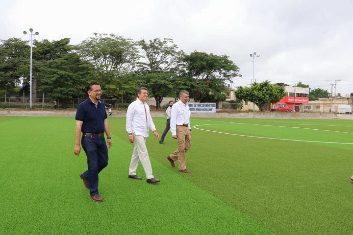 Inaugura Rutilio Escandón rehabilitación de la Unidad Deportiva de Berriozábal