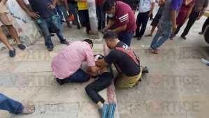 Chocan y vuelcan; 12 pasajeros resultaron heridos