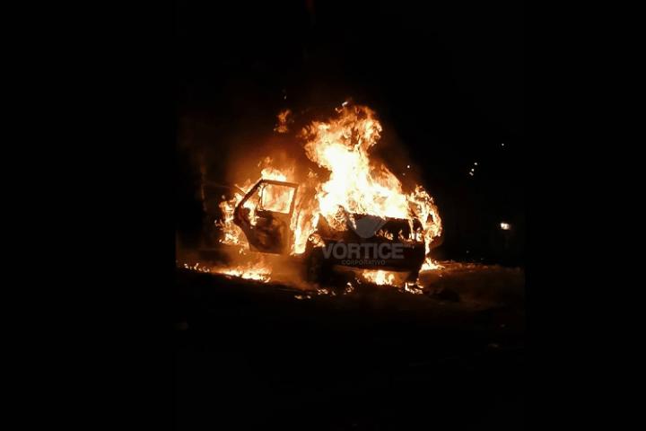 Disparos, quema de vehículos y disturbios en San Cristóbal