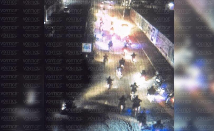 Motonetos bloquean calles en San Cristóbal; exigen liberación de presos