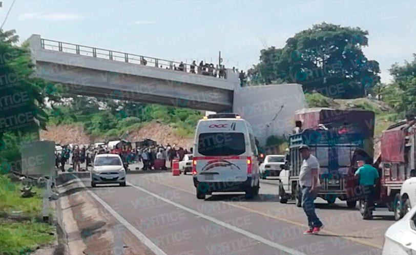Continúa bloqueo carretero en la vía San Cristóbal - Tuxtla
