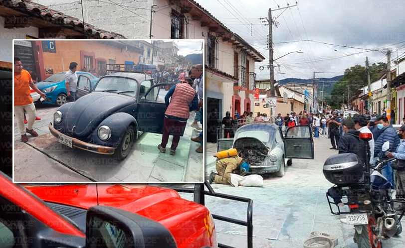 Se incendia vochito en zona céntrica de San Cristóbal