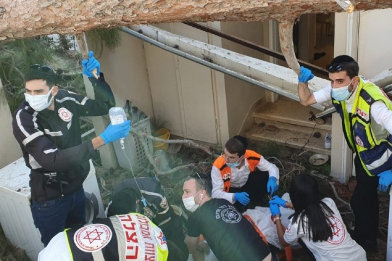 Bnei Brak: 19-Year-Old Newly Married Woman Loses Leg After Tree Falls On Her 1
