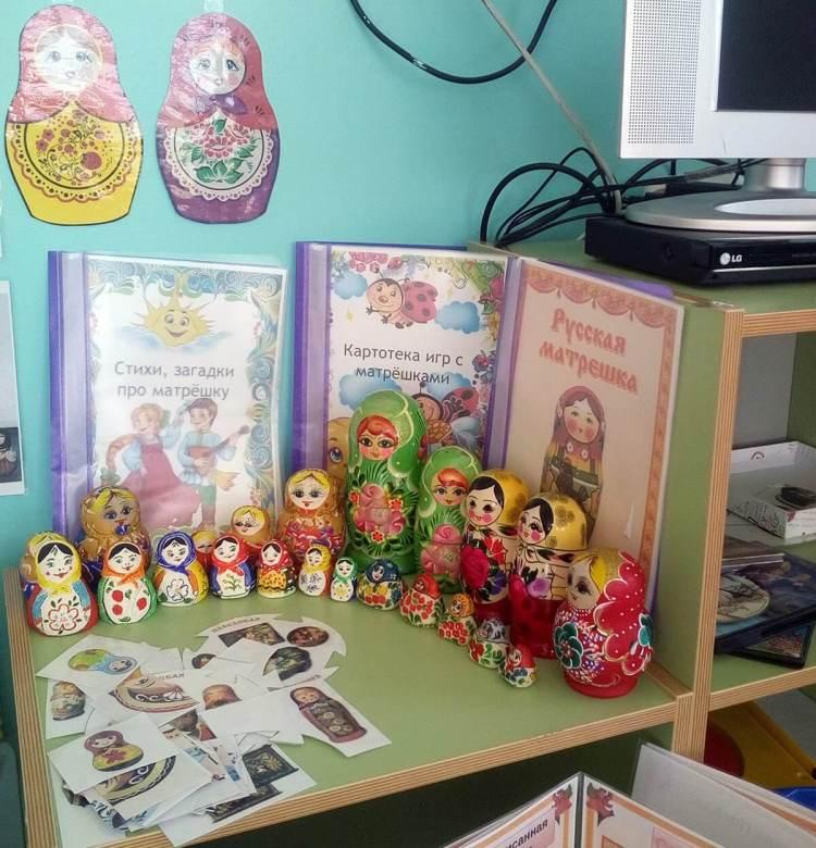 Мини-музей матрешек в уголке патриотического воспитания