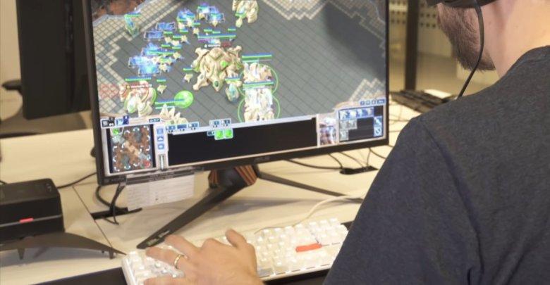 Umela inteligencia Alphastar od DeepMind porazila hracov starcraftu
