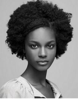 Afro étiré frange -idées coiffures cheveux crépus - kelly moreira