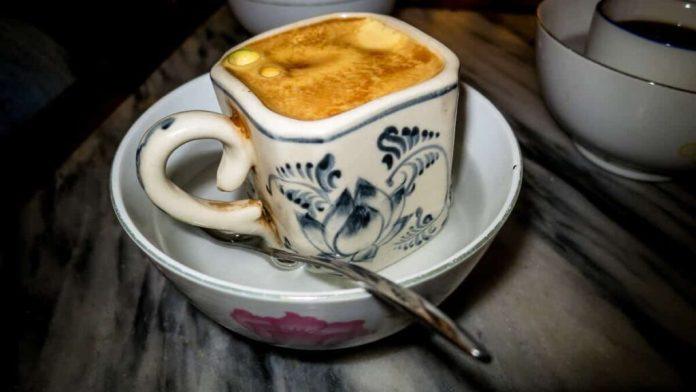 O café com ovo surgiu nos anos 40 na cidade de Hánoi