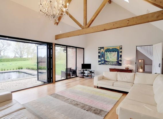 Barn in the Surrey Hills, com a anfitriã Melanie (Inglaterra, Reino Unido)