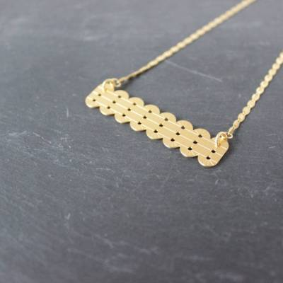 collier court fin pendentif alma laiton doré or fin vous mademoiselle
