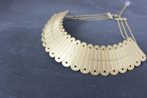 collier plastron art deco geometrique laiton dore or fin 24 carats alma vous mademoiselle
