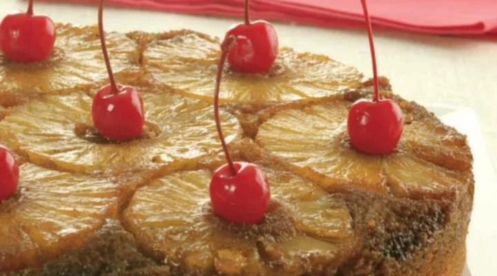 Bolo de abacaxi invertido, prepare essa delícia para sua família