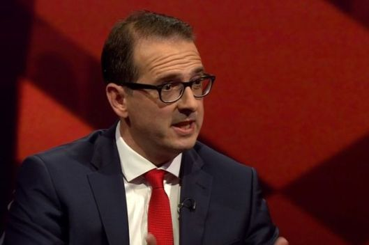 Owen Smith denigrates opponent Jeremy Corbyn's patriotism on the BBC's Newsnight.