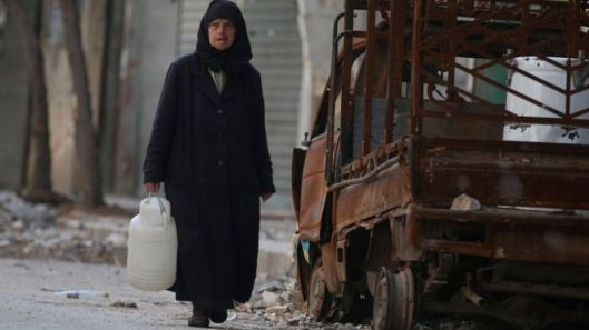 Few civilians took up the offer to leave rebel-held Aleppo during the pause in air strikes [Image: Reuters].