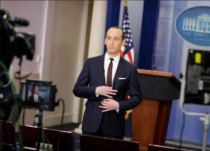 https://i1.wp.com/voxpoliticalonline.com/wp-content/uploads/2017/02/170225-Stephen-Miller-White-Power-sign.jpg