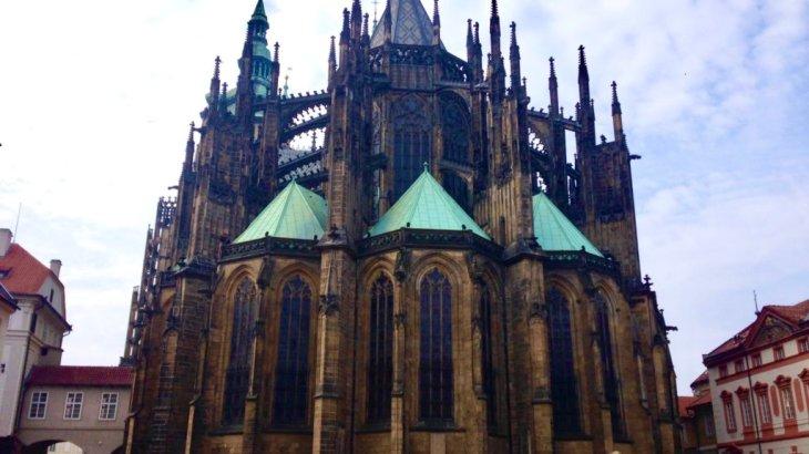 """【チェコ観光】ミュシャのステンドグラスがある!プラハ城内にある""""聖ヴィート大聖堂""""!チケットは?"""