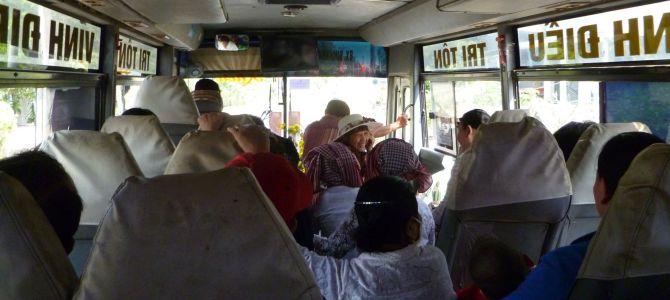 Trajet en bus secouant, pittoresque et épique (vidéo)