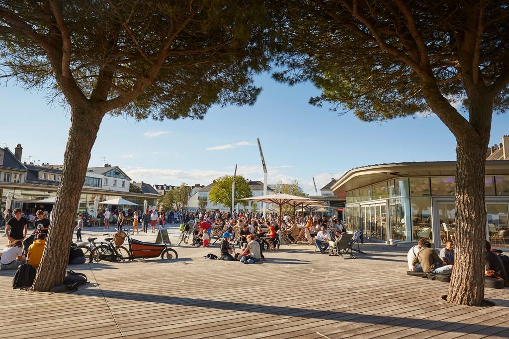 Place du commando et bord de mer à Saint-Nazaire