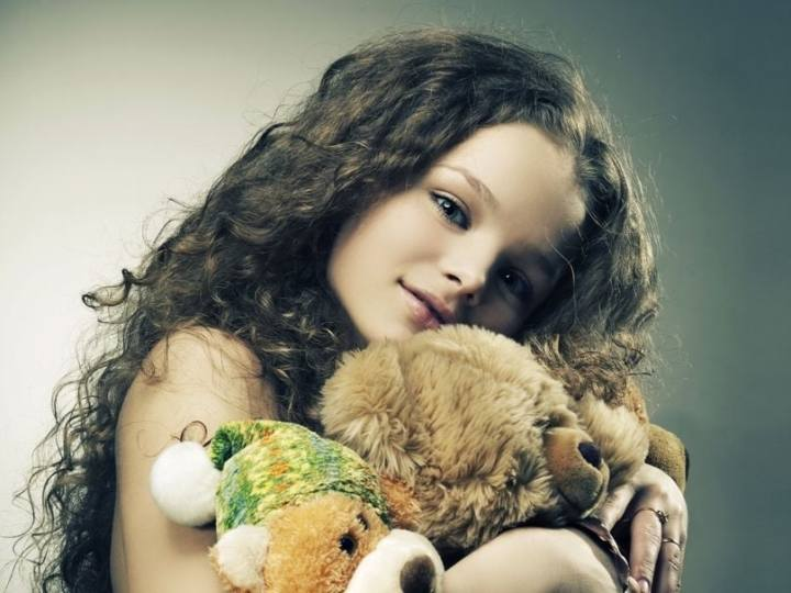 ob_278c5c_201461-beautiful-girl-with-her-teddy