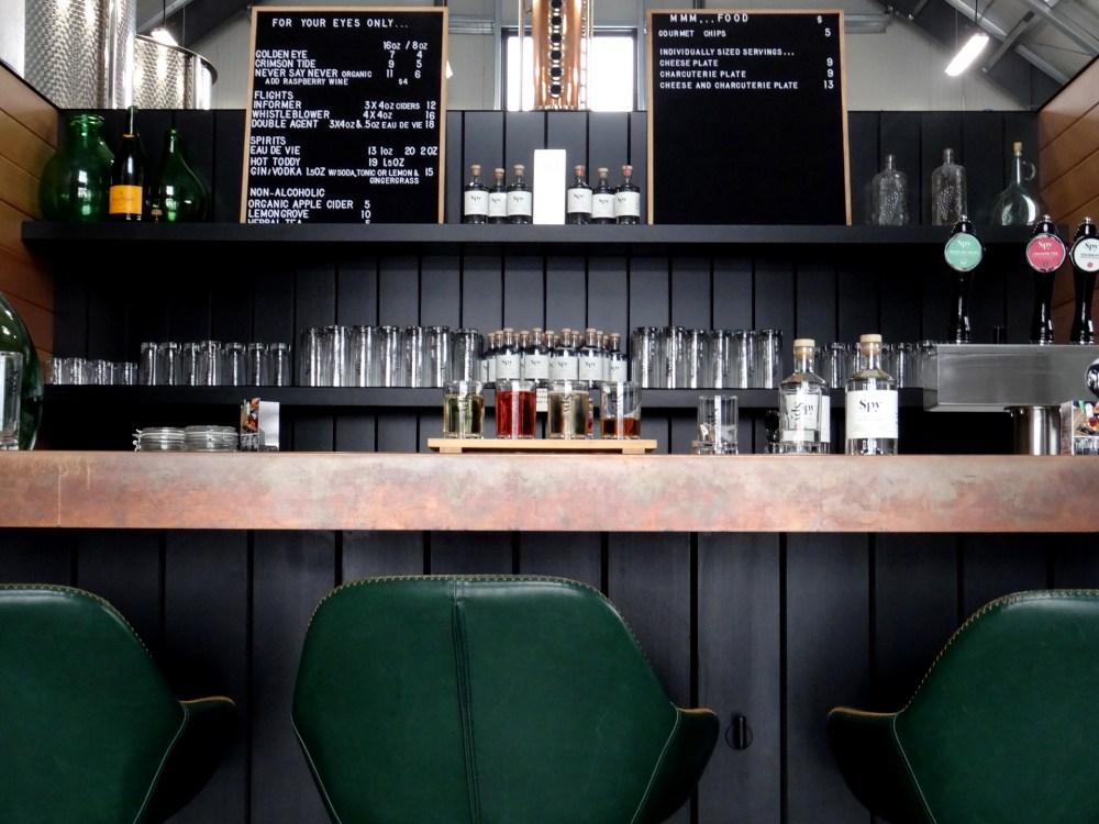 Bar de dégustation à la Spy Cider House and Distillery