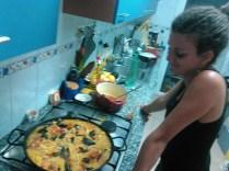 Rozenn apprend à faire la paella, grand moment