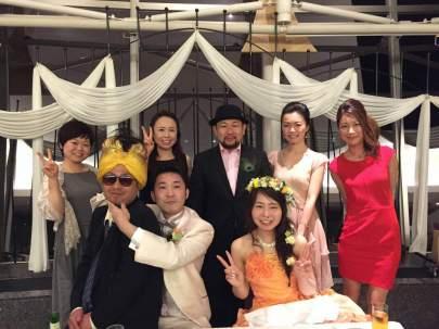Rien a voir : c le mariage de Jagan (ou je n'etais pas) un des cuistots mais je m'entendais bien avec lui, Hiroshisan le patron (ac le chapeau) et chigusa une serveuse (celle en blanc) bien marrante