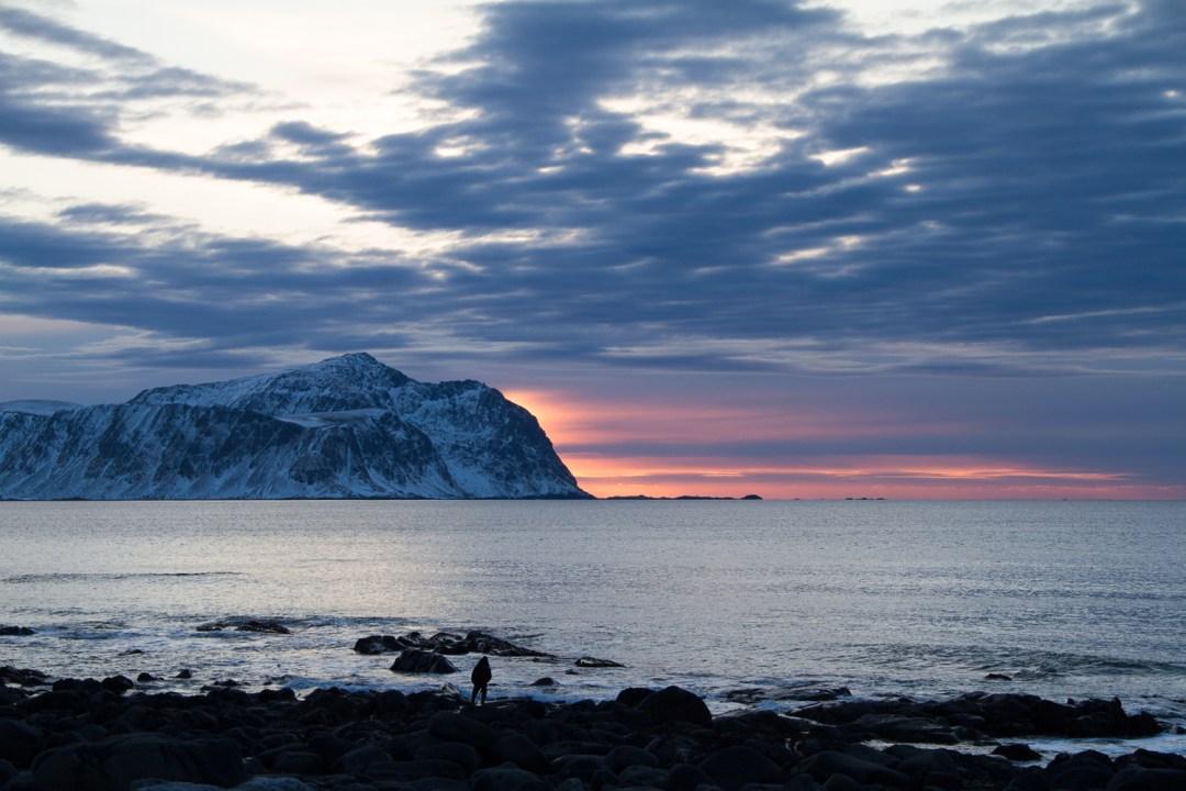 sunset iles lofoten