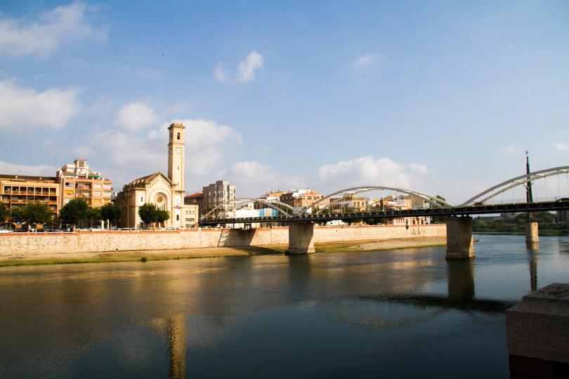 fleuve l'ebre dans la ville de tortosa