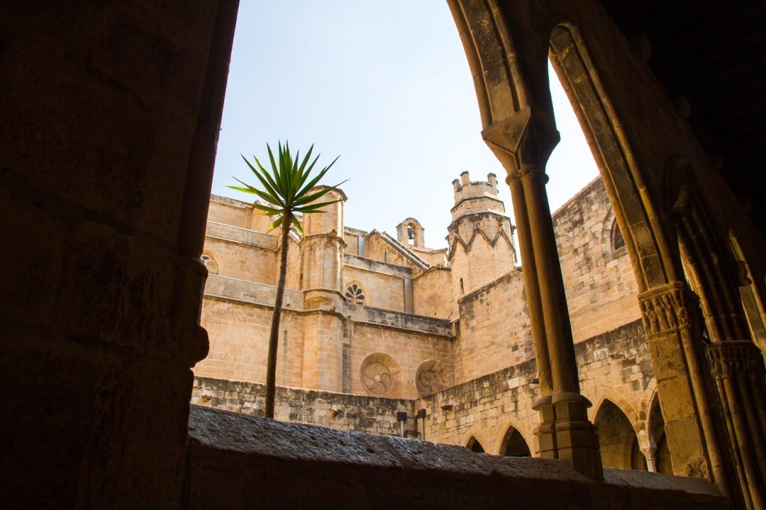 intérieur cloître cathédrale de tortosa
