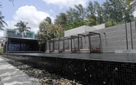 アリンタ・プーケット・リゾート&スパのプール(昼2)