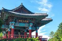 Jean-Marc Gyphjolik visite un temple coréen très coloré