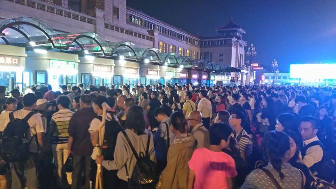 Kolejka do dworca w Pekinie