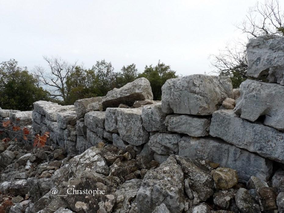 Mur de l'oppidum du Baou de la Gaude (796 m)