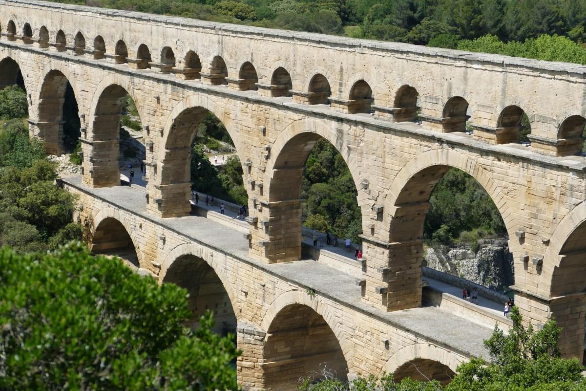 Le Pont du Gard et son aqueduc alimente Nîmes en eau fraîche