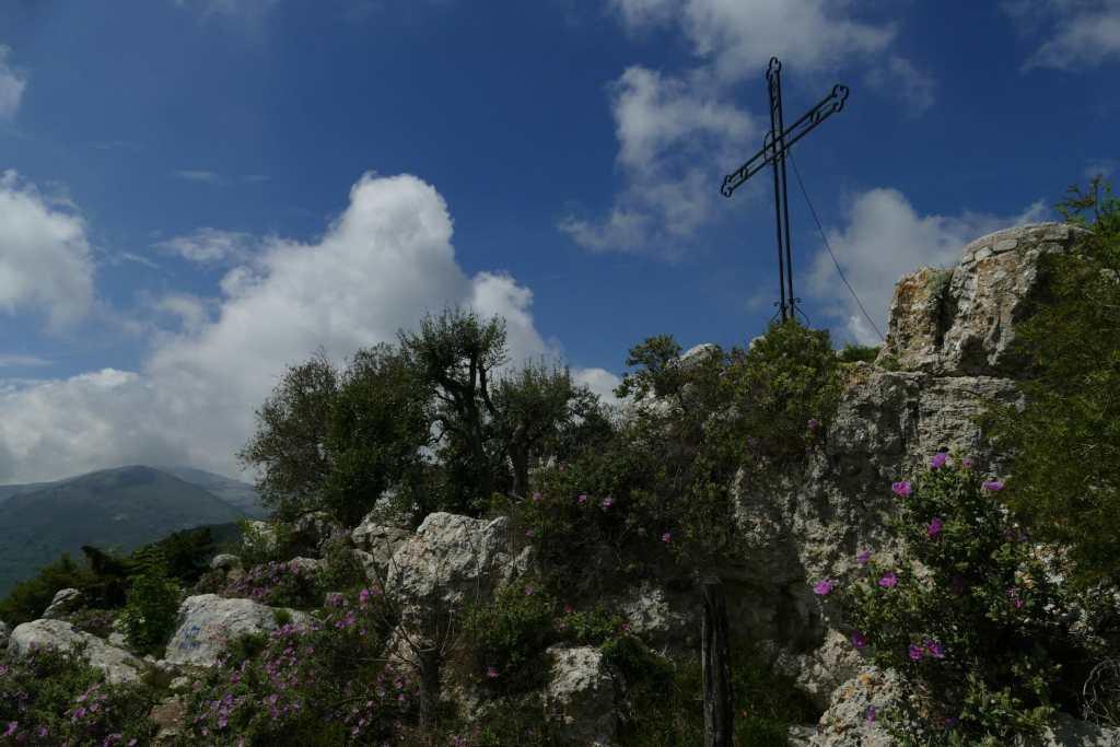 Le Baou des Blancs - la croix au sommet