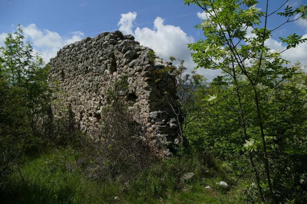 Le Baou des Blancs - mur d'enceinte du Castrum Saint Laurent
