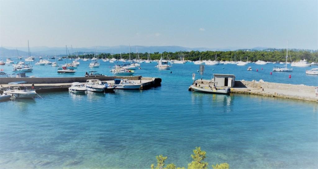 Entre les îles de Lérins - port de Saint Honorat