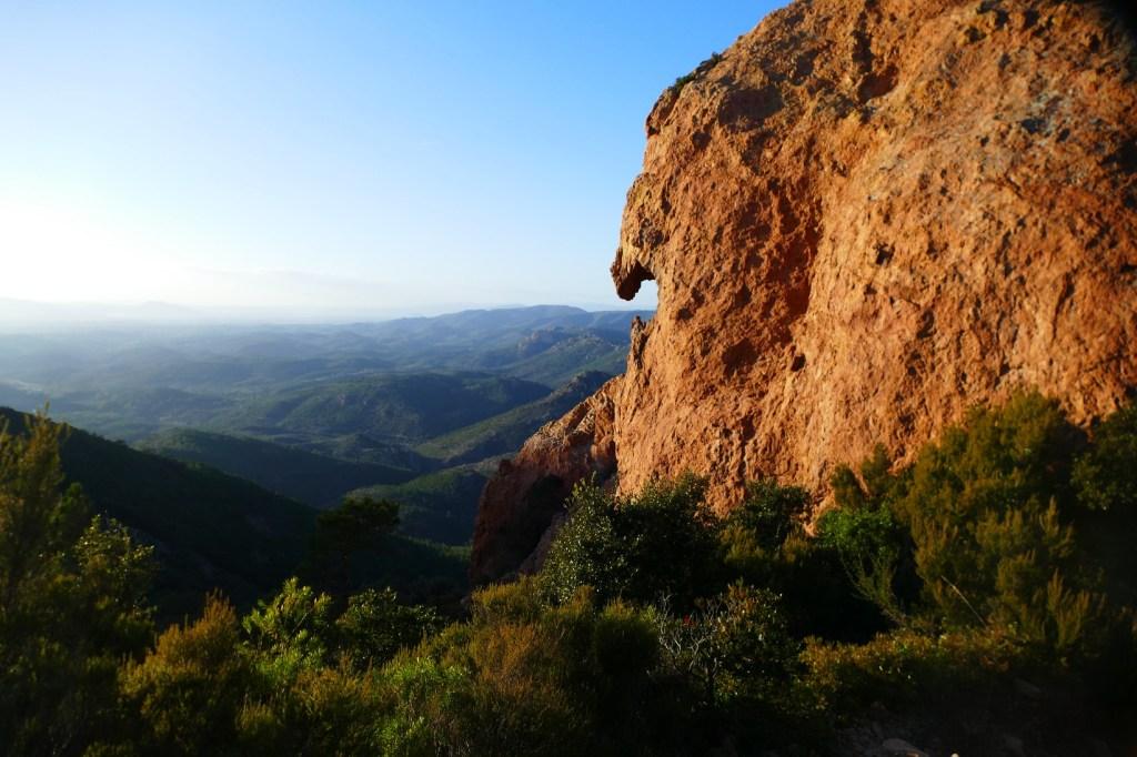Pic du Cap Roux - vue vers la forêt de l'Estérel