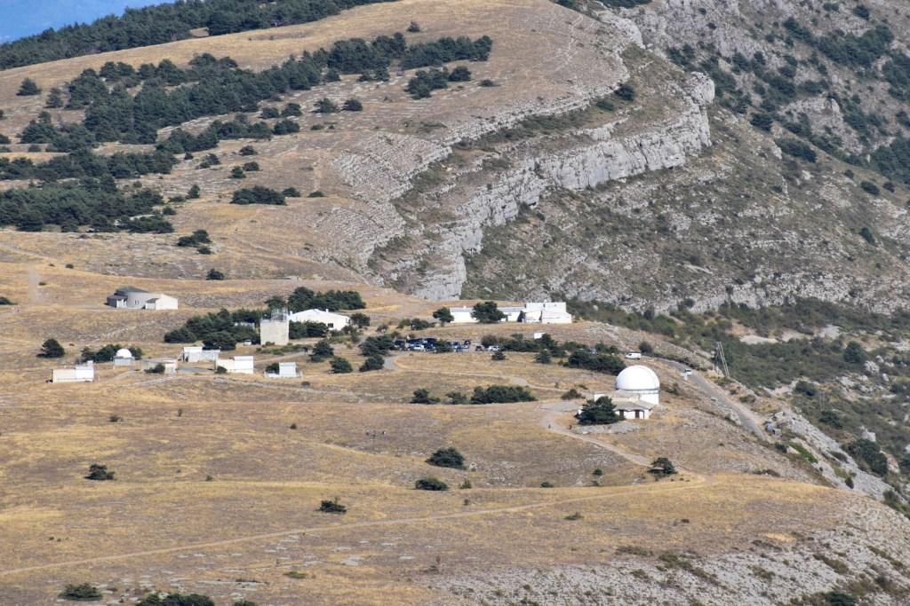 Sommet de Calern - vue sur l'observatoire du CERGA