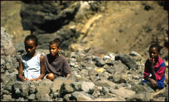 218cd cap vert gamins san antao.1277112255 Voyage Cap Vert   Premiers pas sur les chemins du Cap Vert
