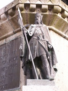 https://i1.wp.com/voyages.ideoz.fr/wp-content/plugins/wp-o-matic/cache/3143e_Robert_magnificent_statue_in_falaise.JPG?resize=225%2C300&ssl=1