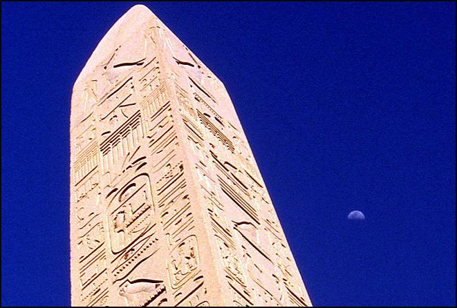 egypte obelisque et lune