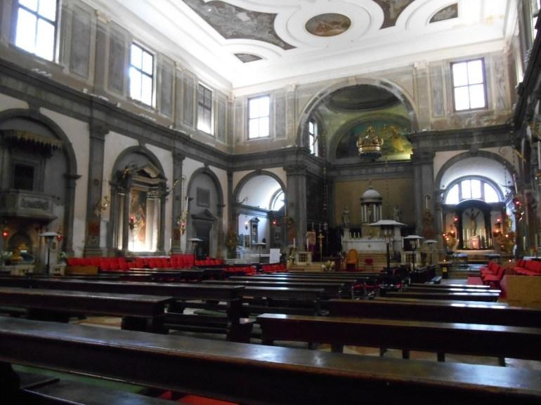 A l'intérieur, des fresques de style bysantin (début XIVème siècle) et une toile de Tiepolo.