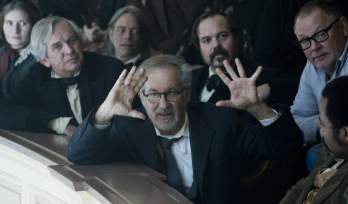 https://i1.wp.com/voyages.ideoz.fr/wp-content/plugins/wp-o-matic/cache/b0a2ef7fb0_spielberg-directing-lincoln1.jpg?resize=507%2C298&ssl=1
