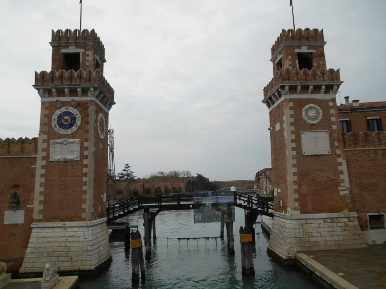 Les deux tours de l'entrée maritime, reconstruites en 1686.