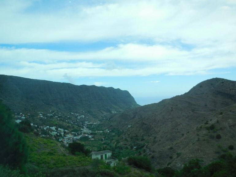 En arrivant vers le village de Hermigua,...