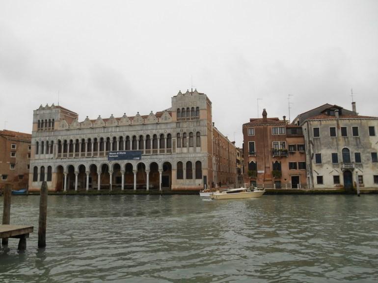 De l'autre coté du grans canal, le Fondaco dei Turchi abrite le Musée d'histoire naturelle.