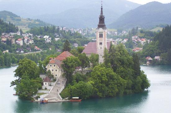 Bled, la perle de la Slovénie occidentale ; un lac enchanteur dans les Alpes juliennes 1