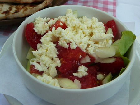 salade sopska cuisine serbe