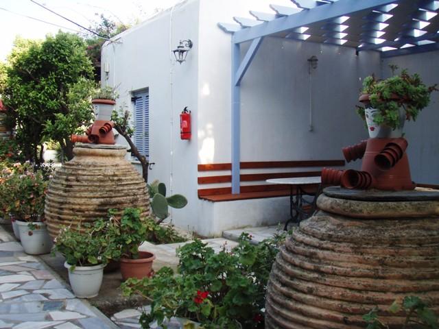 Camping de Tinos - jolies maisons cycladiques- Tinos cyclades Grèce 1